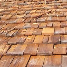 [10] Tavaillon de cèdre rouge: Tavaillons remplaçants les ardoises dans le projet villa solaire à Morzine.