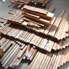 [16] L'ensemble des pièces de bois est  issu de bois de fenêtre.Ensemble des 336 pièces composant la plateforme groupe.